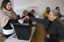 Portugalci dnes volí nového prezidenta, který začátkem března vystřídá v úřadu Aníbala Cavaka Silvu (76).