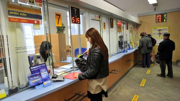 Česká pošta, pobočka, klienti - ilustrační foto