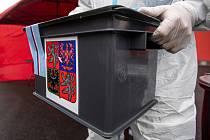 Přenosná volební urna. Ilustrační snímek
