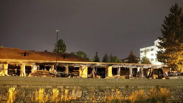 Vyhořelá provozorní nemocnice pro pacienty s koronavirem ve městě Tetovo v Severní Makedonii, 9. září 2021