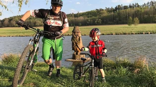 Se svým synem se Radek Červenka toulají nejen po českých cyklostezkách.