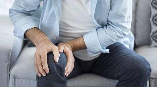 Bolavé koleno není jen výrazem stáří.