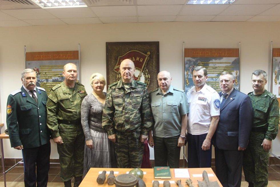 Ruský generál Nikolaj Fedorovič Tkačov (uprostřed)