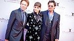 Johnny Depp, Penelope Cruzová a Jerry Bruckheimer při premiéře filmu Piráti z Karibiku v Moskvě.