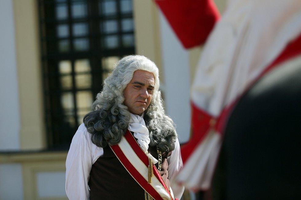 Vojtěch Kotek jako vévoda Lotrinský s vojákem na koni.