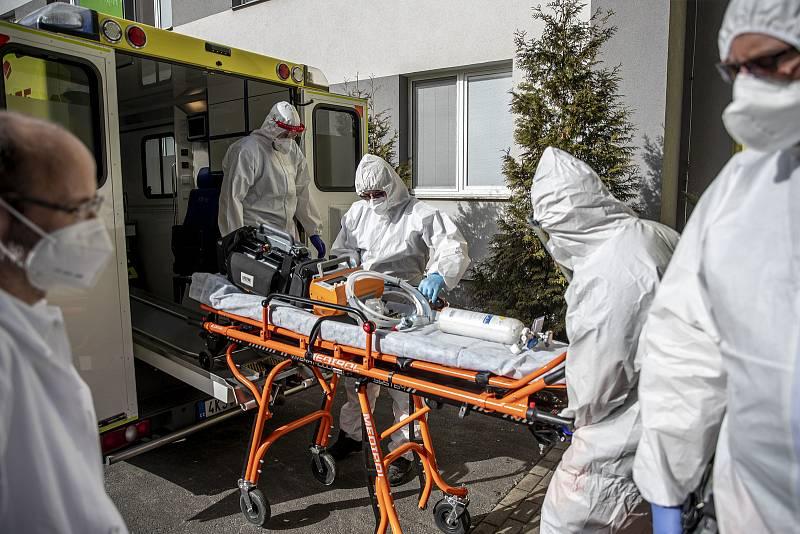 Nemocnice Sokolov při boji proti pandemii v době koronaviru 24. února v Sokolově.