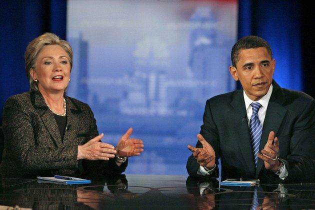 Hillary Cliontonová a Barrack Obama během jedné z mnoha společných televizních debat minulý týden.