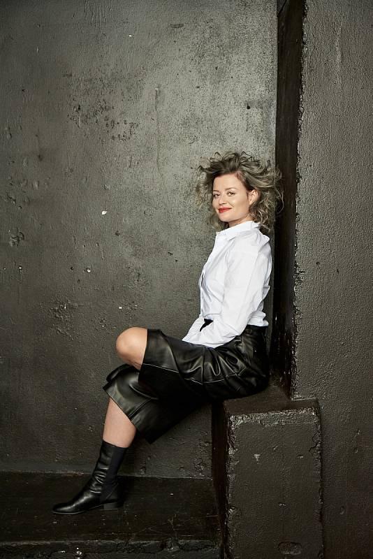 Erika Stárková pobláznila celou republiku. Díky roli transsexuálky Dáši v seriálu Most! se z ní stala celebrita