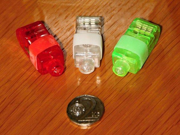 Česká obchodní inspekce (ČOI) varuje před svíticí hračkou, která je součástí balení potravinového doplňku Marťánci s probiotiky.