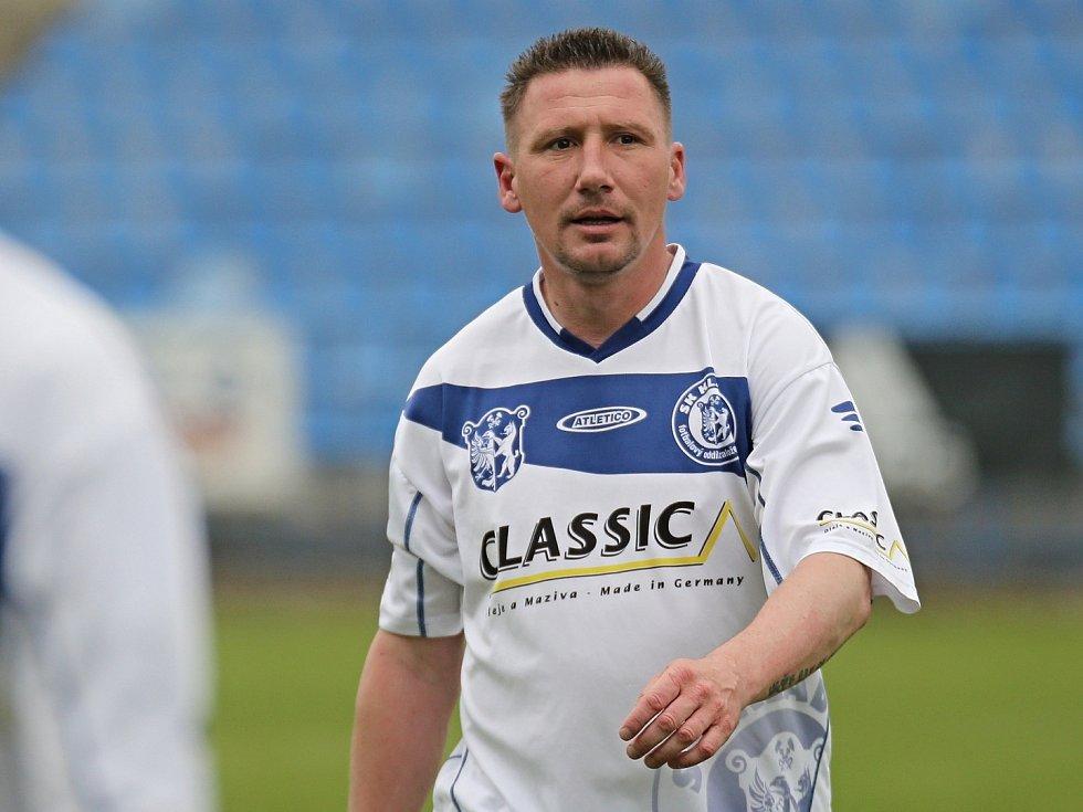 Exligista Václav Kalina trénuje fotbalový dorost v Kladně.