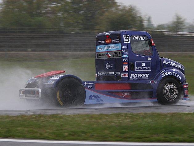 David Vršecký při deštivých testech v Nogaru.