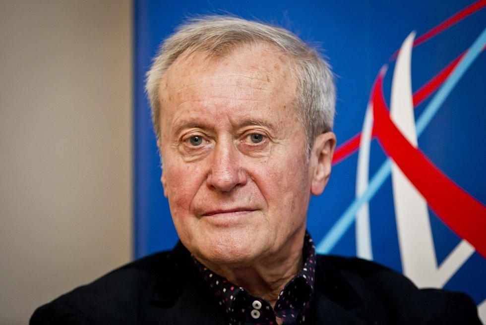 Tisková konference k vyhlášení laureátů Česká hlava 2014 za nejlepší patenty, objevy a vynálezy vědců v letošním roce, proběhla 27. listopadu v Praze. Karel Kolomazník