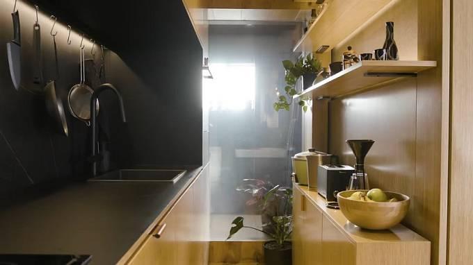 Vchod do koupelny z kuchyně