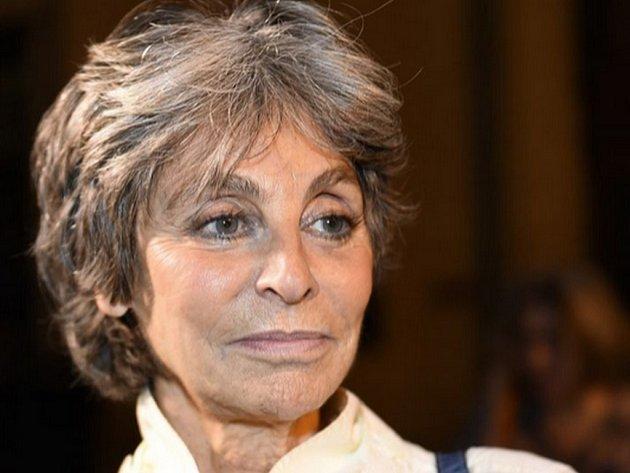 Soud ve Francii dnes poslal Arlette Ricciovou, dědičku jmění módní značky Nina Ricci, na jeden rok do vězení za daňové podvody a praní špinavých peněz.