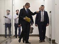Andrej Babiš přichází na schůzi sněmovního mandátového a imunitního výboru.
