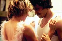 BRATR A SESTRA. Oceněný film Nénette a Boni od francouzské režisérky Claire Denisové získal několik cen na MFF v Locarnu.