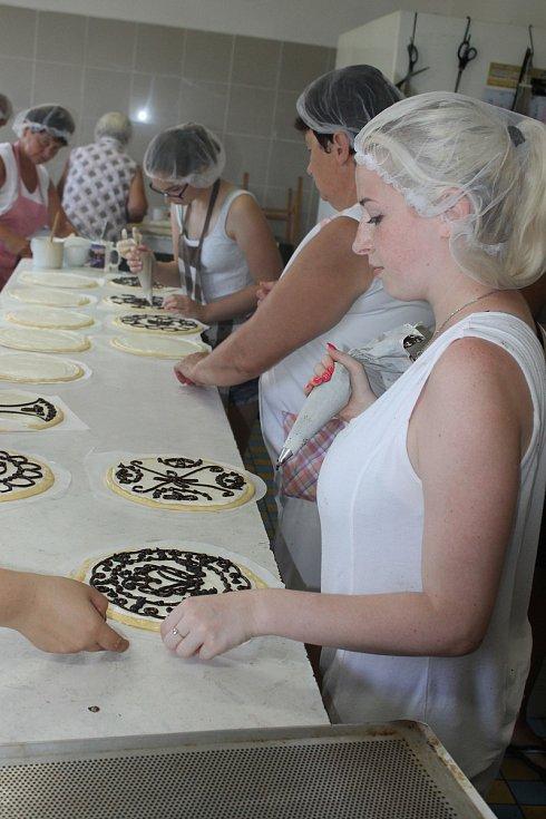 Přípravy chodských koláčů v bořické pekárně
