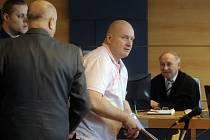 Obžalovaný Rudolf Fian - Hlavní líčení ve věci takzvané zlínské větve metanolové kauzy se uskutečnilo 5. března u zlínské pobočky Krajského soudu v Brně. Na snímku (uprostřed) je obžalovaný Rudolf Fian.