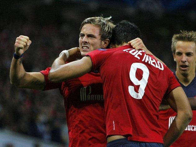 Fotbalisté Lille se radují z gólu proti Kodani.