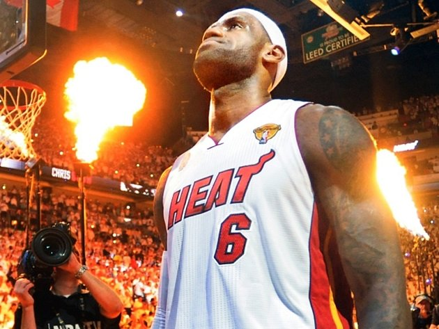 LeBron James opět dovedl basketbalisty Miami k tirumfu.