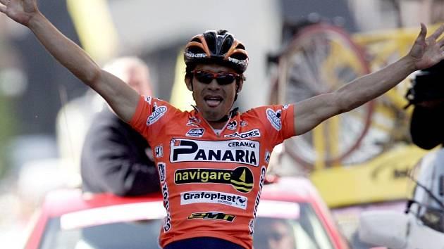 Kolumbijský outsider Luis Laverde vyhrál páteční šestou etapu Gira d'Italia.