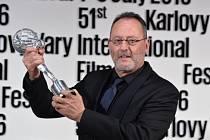 Cenu prezidenta festivalu převzal Jean Reno, patřící k legendám francouzské kinematografie.