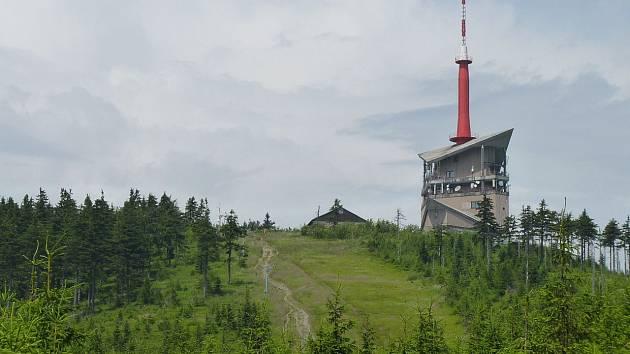 Vrchol Lysé hory s vysílačem