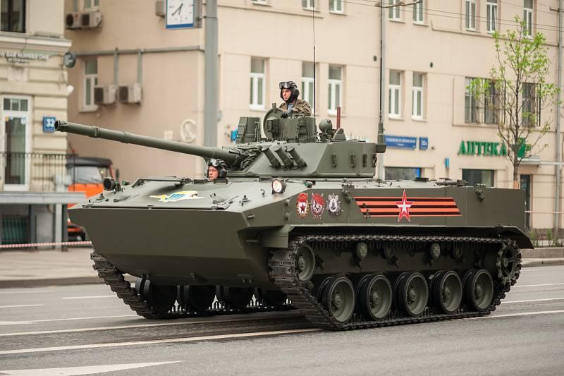 Obojživelné pěchotní bojové vozidlo BMD-4 je ve službách ruské armády od roku 2004. Pojme až osm lidí. Patří mezi nejlehčí, zato však nejvíce vyzbrojené ve své třídě.