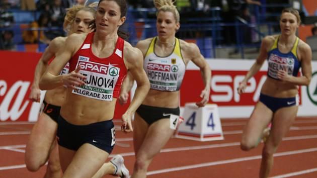 Zuzana Hejnová (vpředu) na halovém ME v Bělehradě.