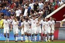 Patrik Schick a další čeští reprezentanti se radují z gólu do sítě Kosova.