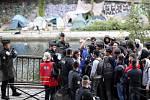 Pařížská policie vyklidila další dva tábory migrantů