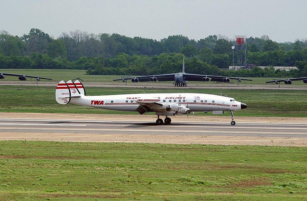 Zrekonstruované letadlo Lockheed L-1049H Super Constellation společnosti TWA. Podobné bylo účastníkem smrtící kolize nad Grand Canyonem v roce 1956.