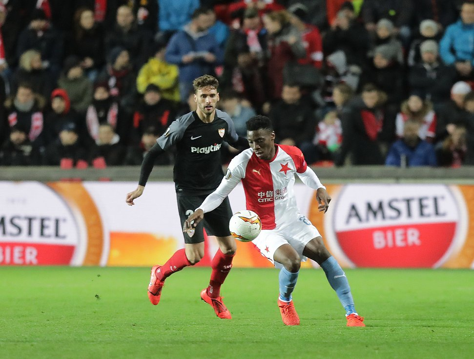 Zápas fotbalové Evropské ligy  SK Slavia Praha - Sevilla FC v Edenu.