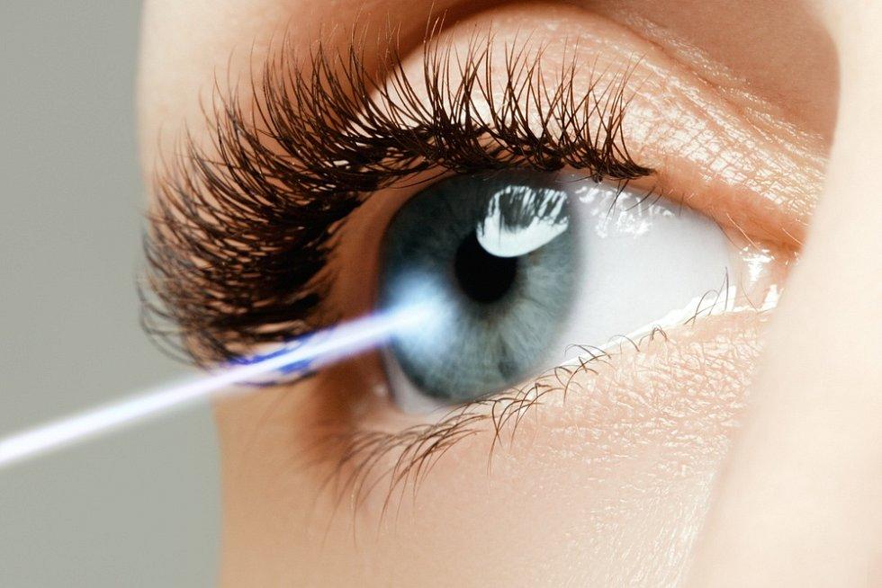 Šedý zákal je porucha průhlednosti oční čočky, která snižuje kvalitu vidění.