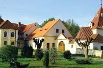 Varvažov nedaleko hradu Zvíkova patří mezi obce s nejlépe dochovanou lidovou architekturou u nás.