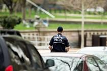 Američanovi, který v dubnu přistál u Kapitolu ve Washingtonu na palubě vírníku (stroje podobného vrtulníku), hrozí až devět a půl roku vězení.