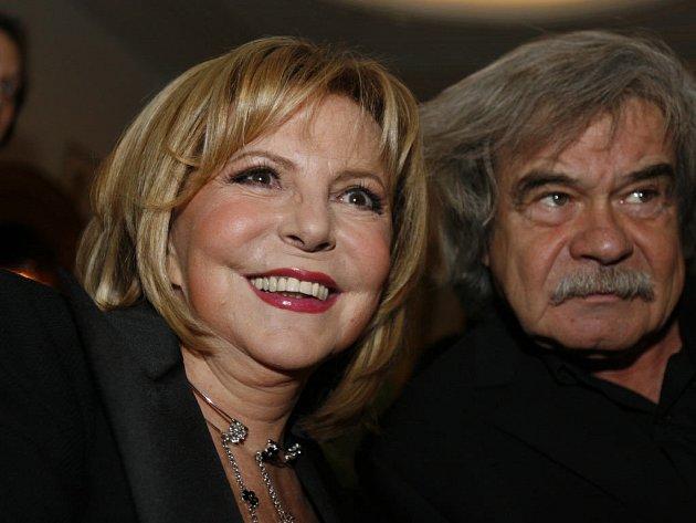 HUDBA I FILM. Hana Zagorová hrála důležitou úlohu i ve filmu Vladimíra Morávka Hrubeš a Mareš jsou kamarádi do deště.