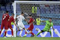 Fotbalisté Turecka nejprve prohráli s Itálií (0:3), pak neuspěli proti Walesu (0:2) a na závěr skupinové fáze podlehli Švýcarsku (1:3)