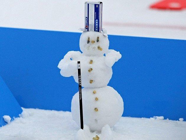 Loni hostila aréna v Novém Městě na Moravě šampionát biatlonistů. Sněhu bylo hodně - i na sněhuláky