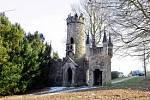 Rozhledna Salingburg. Neobyčejná malá rozhledna ve Františkových Lázních upoutá váš pohled. Je totiž vystavěná tak, aby vypadala jako zřícenina středověkého hradu.