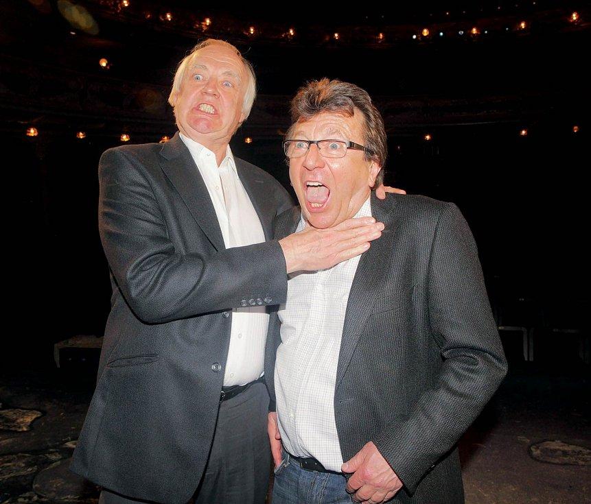 Se slavným libretistou Timem Ricem (vlevo) pojí Michaela Prostějovského mnohaleté přátelství.