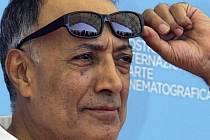 Ve věku 76 let zemřel v Paříži světově uznávaný íránský režisér Abbás Kiarostamí.