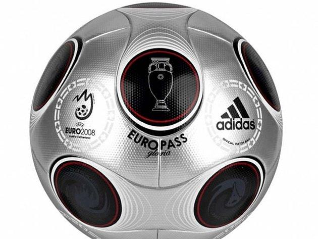 Europass Gloria - speciální edice míče pro finálový duel Eura 2008.