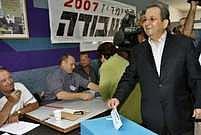 Ehud Barak odevzdává svůj hlas