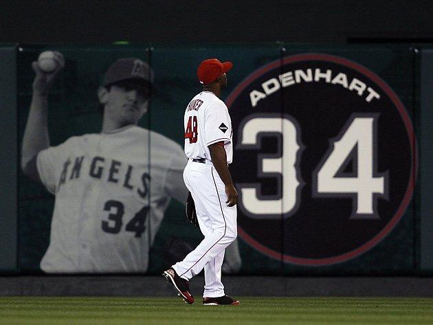 Fanoušci a hráči baseballového klubu Los Angeles Angels si připomněli mladého nadhazovače Nicka Adenharta, kterého při havárii zabil opilý řidič.