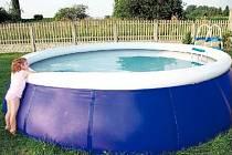 S NAFUKOVACÍM LÍMCEM. V tomto typu bazénu se vaše ratolesti jen tak nezraní.