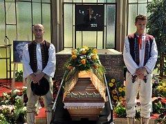 Poslední rozloučení s českým prozaikem, fejetonistou, publicistou a autorem manifestu Dva tisíce slov Ludvíkem Vaculíkem v obřadní síni v jeho rodišti Brumově-Bylnici se uskutečnilo v sobotu 13. června 2015.