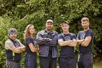 Hasiči kolem nás. Hrdiny v čele s velitelem hasičů Petrem (Petr Rychlý) čekají nelehké situace v seriálu Co ste hasiči?
