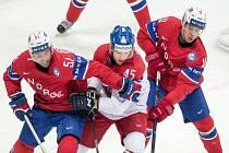 Radim Šimek (uprostřed) v zápase proti Norsku.