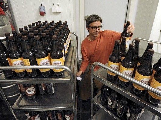 V Krásné Lípě na Děčínsku zahájil 3. srpna provoz nový malý pivovar s plánovaným výstavem kolem 1000 litrů. Na čepu má Křinický minipivovar pět piv včetně speciálu, který bude obměňovat. Díky podpoře z dotace v pivovaru pracují i lidé s postižením.